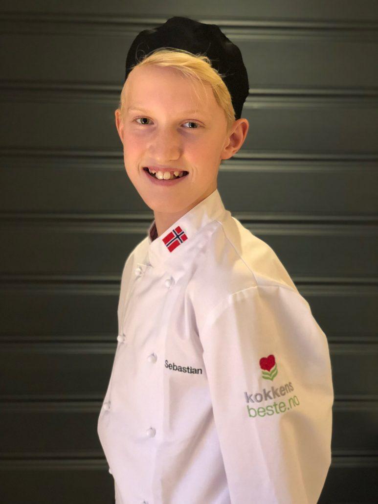 Sebastian med kokkedarakt fra kokkensbeste.no