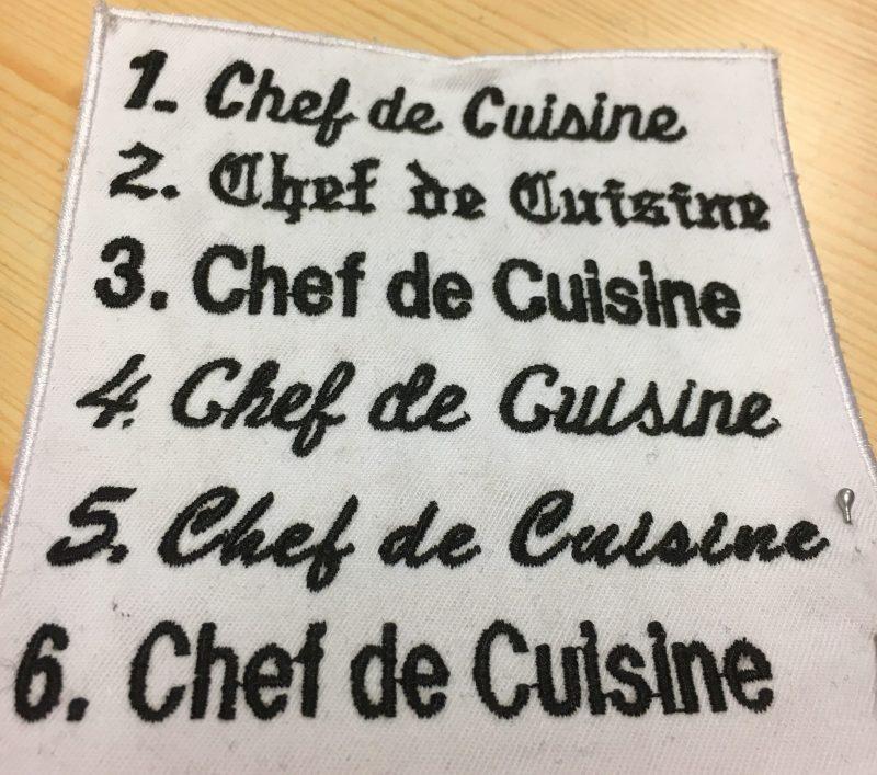 Skrifttyper på Segers kokkedarakt