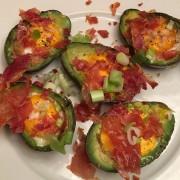 Bakt egg med avokado